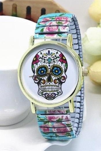 Vintage Flower Band Suger Skull Face Stainless Steel Band Unisex Wrist Watch For Men Lady Retro Round Quartz Watch Light Blue
