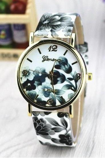 Vintage Flower Retro Quartz Watch Leather Band Unisex Wrist Watch For Men Lady Retro Round Quartz Watch Black