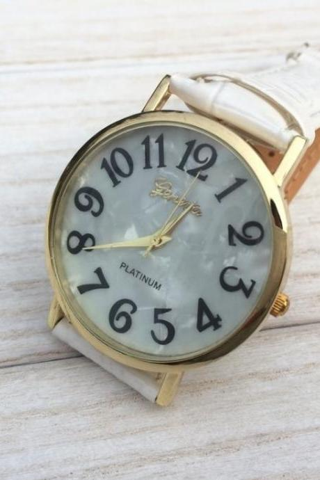 Shell Face Watch Leather Watchband Unisex Wrist Watch For Men Lady Retro Round Quartz White
